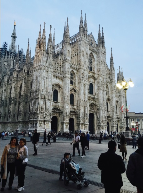 The Duomo and its plaza: the heart of Milan SB Inside the